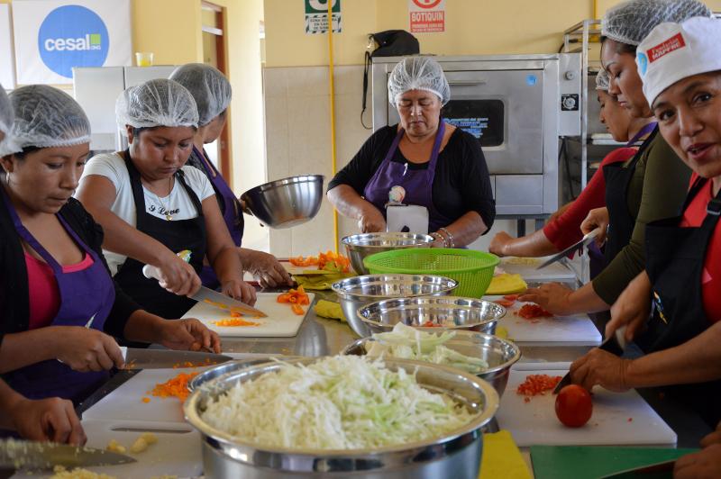 Mujeres en el taller de cocina