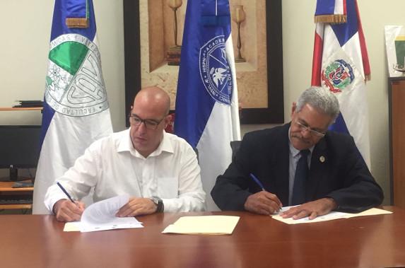 Firma del acuerdo Antonio Benete y Modesto Reyes
