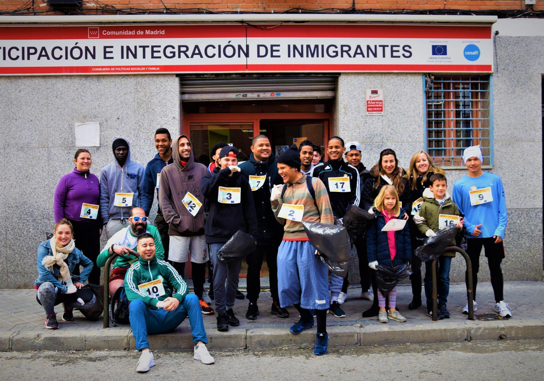 El grupo de alumnos y voluntarios del CEPI que participó en el plogging