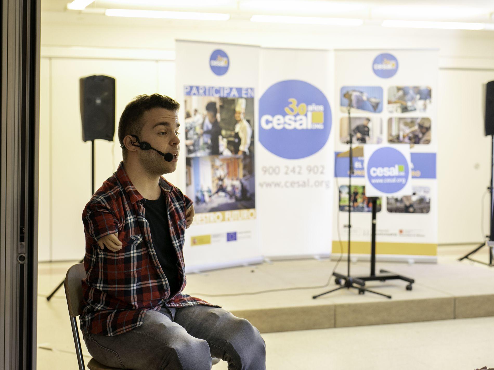 Enrique García Cortés (MEP), de la Fundación ONCE, en el inicio de curso de ONG CESAL en Madrid