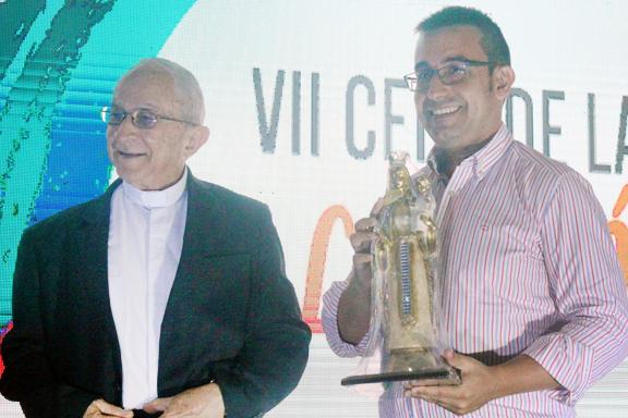 acto de entrega de reconocimiento a Director de CESAL, Carlos Fernández