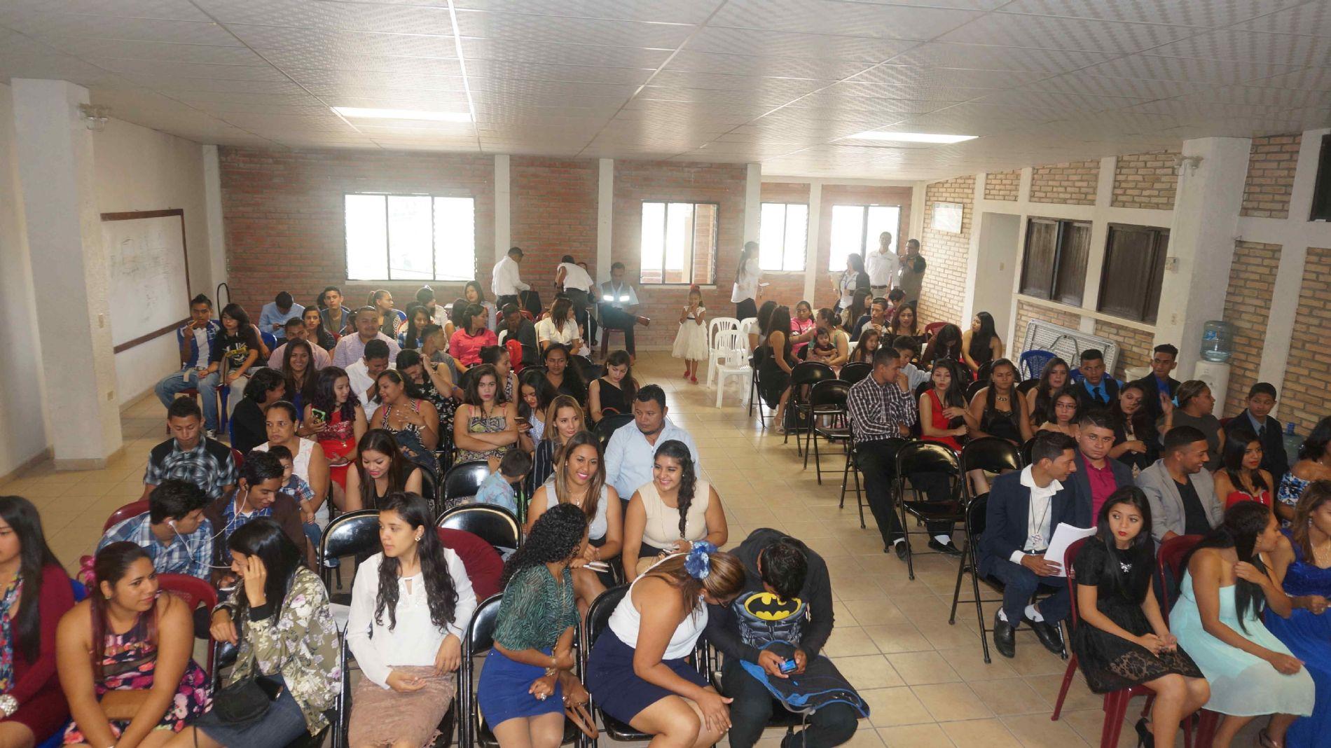 Imágenes de la Graduación de tres grupos de Jóvenes  de la Flor del Campo