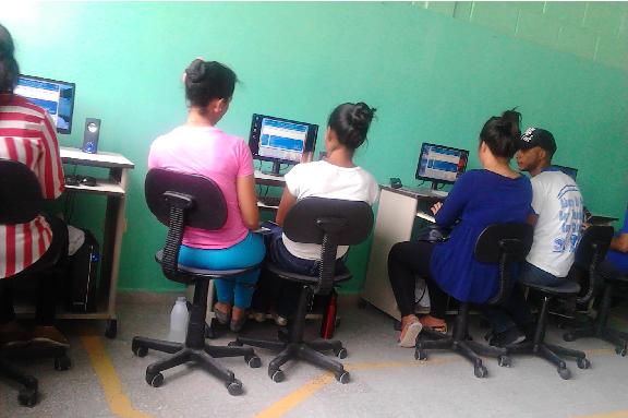 Jóvenes en talles TIC