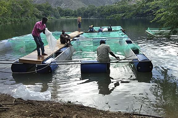 Pescadores trabajando en la Biosfera Transfronteriza
