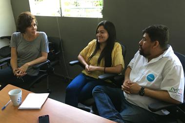 Reunión de tres personas
