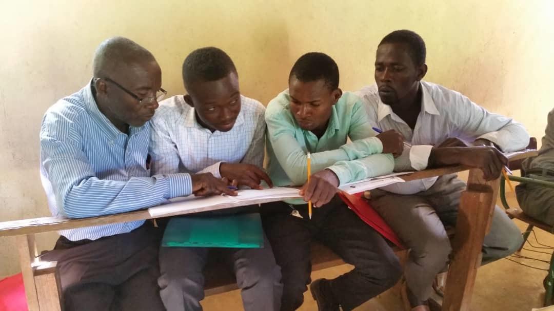EMERGENCIA EDUCATIVA: EL FUTURO DE UN PAÍS EN RIESGO