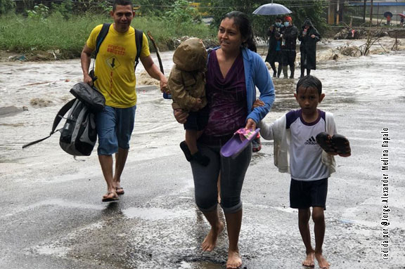 huracán ETA HONDURAS EMERGENCIA DONA AYUDA POBREZA