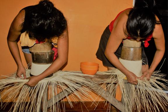 El proyecto de sombreros de paja toquilla recibe el premio nacional por su aporte al turismo en Ecuador