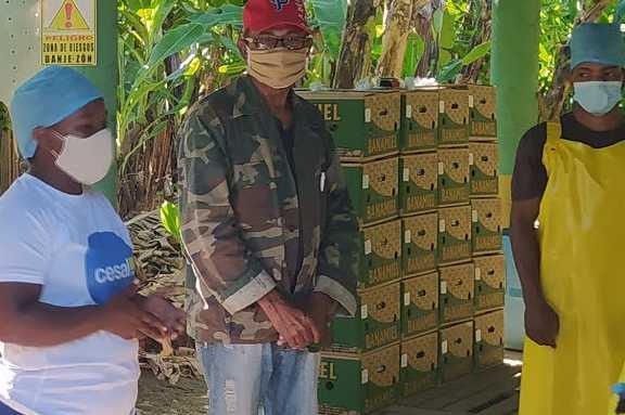 Migrantes en plantación bananera